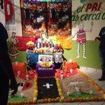 Bonito altar en honor a Don José Rebollo Acosta @EJRgomezpalacio y @marcela_enriqez http://t.co/7pzMje8tCF