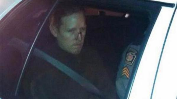 UPDATE: Governor: Eric Frein arrested using handcuffs of trooper he allegedly killed: http://t.co/tdLx58SwTN http://t.co/cIYA1Dj7Tj