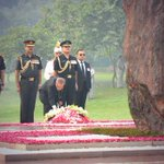 #PresidentMukherjee paid homage to former PM Indira Gandhi at her samadhi 2day on occasion of her 30th death anniv. http://t.co/CPrThVzCel