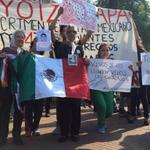 Eco del caso Ayotzinapa llega a la ronda de Madres de Plaza de Mayo http://t.co/CPL21RPTeO http://t.co/6v5hcduccT