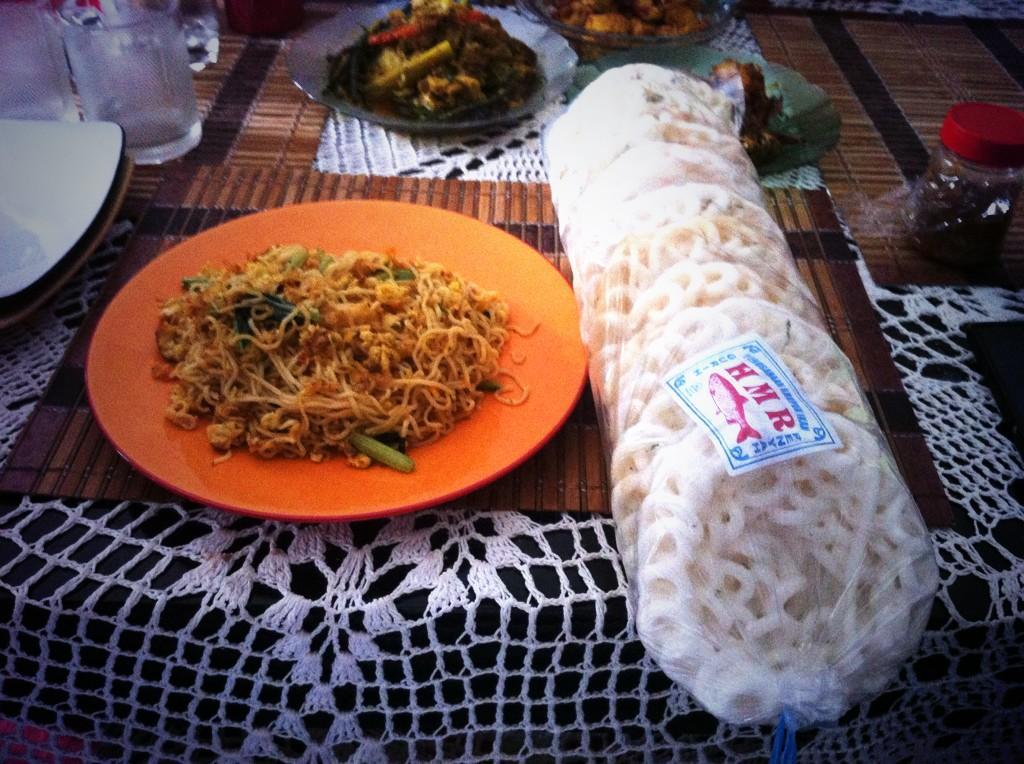 Ketika hawa kota Bandung memaksaku melanggar aturan makan. Thank u mom @dianaNA70 Cc: @CherylVictoriaa @Cinokini http://t.co/45wPQ1XIir