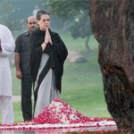 #Congress President Sonia Gandhi & Rahul Gandhi pay tribute to #IndiraGandhi on her 30th Death Anniversary http://t.co/HoTDm5cyJC