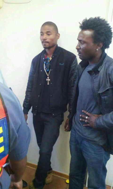 Senzo Meyiwa killers just got arrested by SAPS in Beitbridge boarder post trying to flee from SA to Zim. http://t.co/88cH3Q0OF1