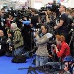 В Украине возбудили уголовное дело против Пореченкова по обвинению в терроризме. Найдите Пореченкова на фото http://t.co/IYIPQTlmef