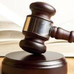 """판사한테 정당방위 인정받는 6가지 비법 : """"5. 식칼로 공격당하면 칼을 빼앗으려고만 해라"""" http://t.co/b2xupikcpA http://t.co/qOYJyZ2Bor"""