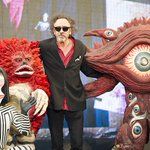 六本木で「ティム・バートンの世界」展、ティム・バートン本人がウルトラマンのキャラと一緒に登場。後ほどレポートを公開します http://t.co/7Ksq8PaiQm http://t.co/fppT3lo8aG