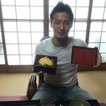 今日の昼飯はうなぎ王子こと森岡亮太の行きつけの「うなぎのたかお」に来ました!うなぎ食べて残りシーズン戦い抜きたいと思います! http://t.co/lVEZdPKFKc