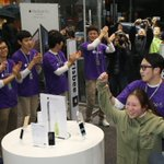 [화보] 아이폰6 한국에 출시되던 날 http://t.co/E5MDdMuxTO http://t.co/UKftw9jmUV