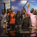 ##AfricanSpring  Dictator TV gone to the ppl  https://t.co/8Z0p2R6Yxj شعب #بوركينافاسو  استولي علي تلفزيون ماسبيرو بتاعهم  #BurkinaFaso