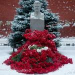 Сегодня 31 октября, в этот день 53 года назад, ночью тело Сталина вынесли из Мавзолея и захоронили. http://t.co/e0MKHDqLVi