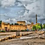 من الارشيف .. تصوويري قلعة نزوى الشامخه بجانب جامع السلطان قابوس خلف الوادي في منظر رائع لمدينة نزوى♡  @om2mct http://t.co/ZOIUIuLwJg