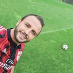 Selfies have taken over at AC Milan http://t.co/ZZPbUBtfti