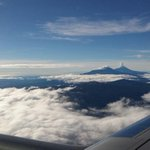 Espectacular fot aérea. El @Popocatepetl_MX e Iztaccíhuatl. Vía @mjkarina: http://t.co/ACP7B9ZbIW