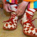 Douai: Un journaliste recrute deux faux clowns pour un reportage, la police les interpelle http://t.co/Cm2VgbBZHe http://t.co/fML7NvVaZ0