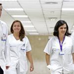 """""""@el_pais: Cuatro de los 6 médicos que tratan a enfermos de ébola son eventuales http://t.co/NGPn9ypIiP http://t.co/ZZTD817qDt"""""""