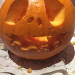 ???????????? - love the teeth! #RateMyPumpkin RT @clarateddy: @magicfm my daughter carved her first pumpkin last night http://t.co/VZjyXfpeF8