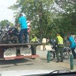 Matoneo diario de @CarlosECorreaE a motociclista y Mototaxistas. Estan Rotos quien los manda votar por ese zángano. http://t.co/inwgEbXGMj