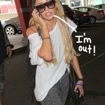 RT #AmandaBynes was released from her psychiatric hold and is roaming the streets of Hollywood http://t.co/mGBBsXgY5C http://t.co/XCf9p7zunb