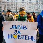 """#SAVEZHOVTEN """"Жовтнева революція"""". Найбільш жовта акція осені! http://t.co/evM8BzPsbM / фото Ганни Грабарської http://t.co/XP31RJWarw"""