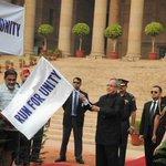 #PresidentMukherjee flags off #RunForUnity at @RashtrapatiBhvn. http://t.co/3T1ySt9mBi