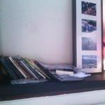 c/ Manuel Iradier #Vitoria #Gasteiz Piel Canela tabernan ere #Bookcrossing txokoa dago: http://t.co/jNMSH0P9iB