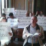 Comença el ple de la Paeria.  Entre el públic hi la Marea Blanca per rebutjar la moció de suport al consorci de salut http://t.co/vLRZYanE6K