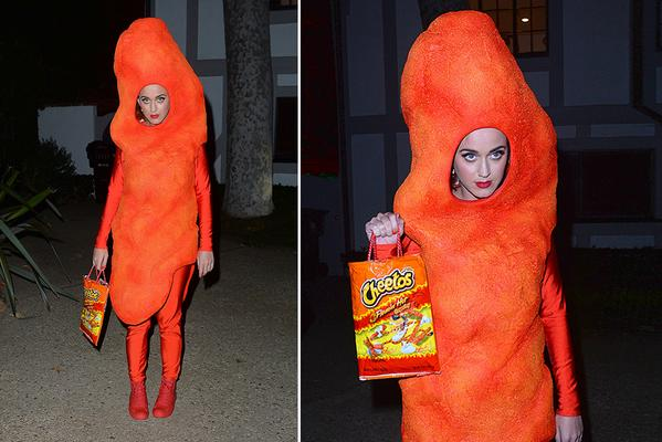 .@katyperry dresses as a CHEETO for Halloween - strong competition for funniest costume ever http://t.co/aadqSTUf64 http://t.co/z8bkpYmxhl