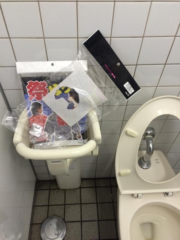【画像あり】 ハロウィンの時の女子トイレの様子がマジで酷いwwwwwwwwwwww