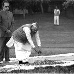 File Photo of ex PM AB Vajpayee at Shakti Sthal offering homage to #IndiraGandhi but a cheap PM can never do it. http://t.co/MemczkwwQG