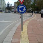 Engillilere engelli yol! Eskisehirden kaldırım çalışmaları... http://t.co/80kQAgAwv7