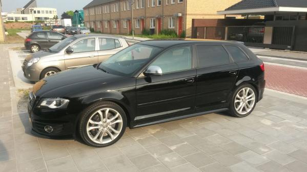 """Zoek mee: 8-KVJ-86 #eindhoven """"@christelvrdnck: Vannacht is onze auto gestolen! Gezien? Zwarte Audi S3 uit 2009. http://t.co/DOoTxCMoll"""""""