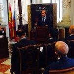 El alcalde #Malaga @pacodelatorrep presentando el #ForoInternacionalHispanoRuso q se desarrollará en #Malaga 2015 http://t.co/zohfPFRbIQ