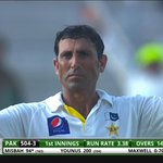 Double-ton for Younis, coming off 334 balls! You have to appreciate a great knock when you see it *applause* #PAKvAUS http://t.co/DeOpH3JF3Y