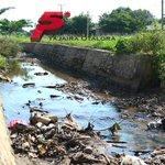 'Agonizan' acequias de Valledupar http://t.co/k7alNJWNXy http://t.co/rjIoOUqlyd
