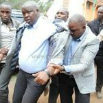 Hahahaha the promoter of 2 Chainz concert being escorted to Central Police Station to write statement LMFAOOO http://t.co/SjCMCy3e7P