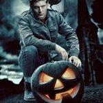 #HappyHalloween Лента, С Хэллоуином P.S. В честь Хэллоуина иду на театральный вся в чёрном ^^ http://t.co/2VaoviM6f8