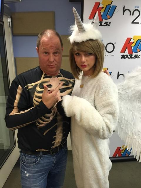Just me and @taylorswift13 getting our Halloween on! #TS1989 http://t.co/X5tscAvoWG