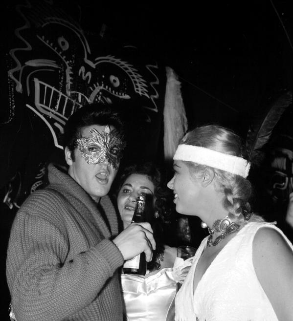 RT @SonyLegacyRecs: Check out @ElvisPresley's mask during a Sy Devore's 1957 Halloween party. He's seen here with model Jeanne Carmen. http://t.co/NH2LglT25m