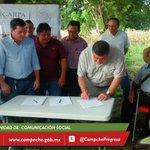 Productores de #Nohacal y empresa Stevia Maya firman contrato de proveeduría, firma como testigo de honor @ferortegab http://t.co/kQuGxLwpNf