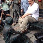 En la RC trabajamos para erradicar el trabajo infantil y Nebot le hace un monumento de lo más sonriente. http://t.co/DfVAcyzmlN