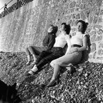 Three young women enjoy the winter sun in Brighton, East Sussex. December 1953 @Love_Brighton http://t.co/wgasd9QWsQ http://t.co/S4NM1PEqPU