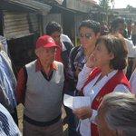 Realiza @NoemiGuzmanSPC recorrido por mercado de #Coatepec con @JuaneloCoatepec no hay lesionados @spcver http://t.co/H5kuySDtHS