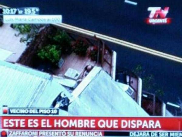 Venezolano armado se atrinchera en apartamento de Argentina tras disparos http://t.co/f1VXaLvKx5 http://t.co/inc8eNfrd4
