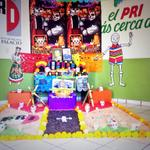 Altar de muertos en @prigpd en honor a #LuisDonaldoColosio #DonPepeRebollo #MargaritaPerezMeza #DiaDeMuertos http://t.co/K1DJaibRit