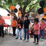 Jesús Montes de @CacicaStereo junto a @ElkinUribe y Ramón González entregan dulces a niños de @Valledupar http://t.co/JLkVBxjygA