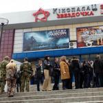 Пресс-конференция Пореченкова в Донецке сорвалась после его похода в кафе - фоторепортаж http://t.co/GjXA3bX7qH http://t.co/GprPBS8TPc