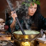 Why this witch look like shes about to cook the most fire soup of 2014? http://t.co/2TSj3RQxUa