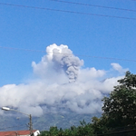 Volcán Turrialba esta mañana, visto desde Turrialba. Foto: Greivin Vega. http://t.co/YsJH3h3JhT