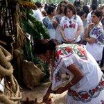 La fiscal @CeliaRivasR en el altar de la @fgeyucatan http://t.co/3HTtSqPN4i