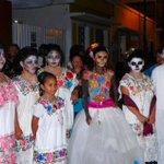 Cada año, se realiza el Paseo de las Ánimas,iniciando en el cementerio general hasta llegar al Arco de San Juan. http://t.co/oJWih5NszI